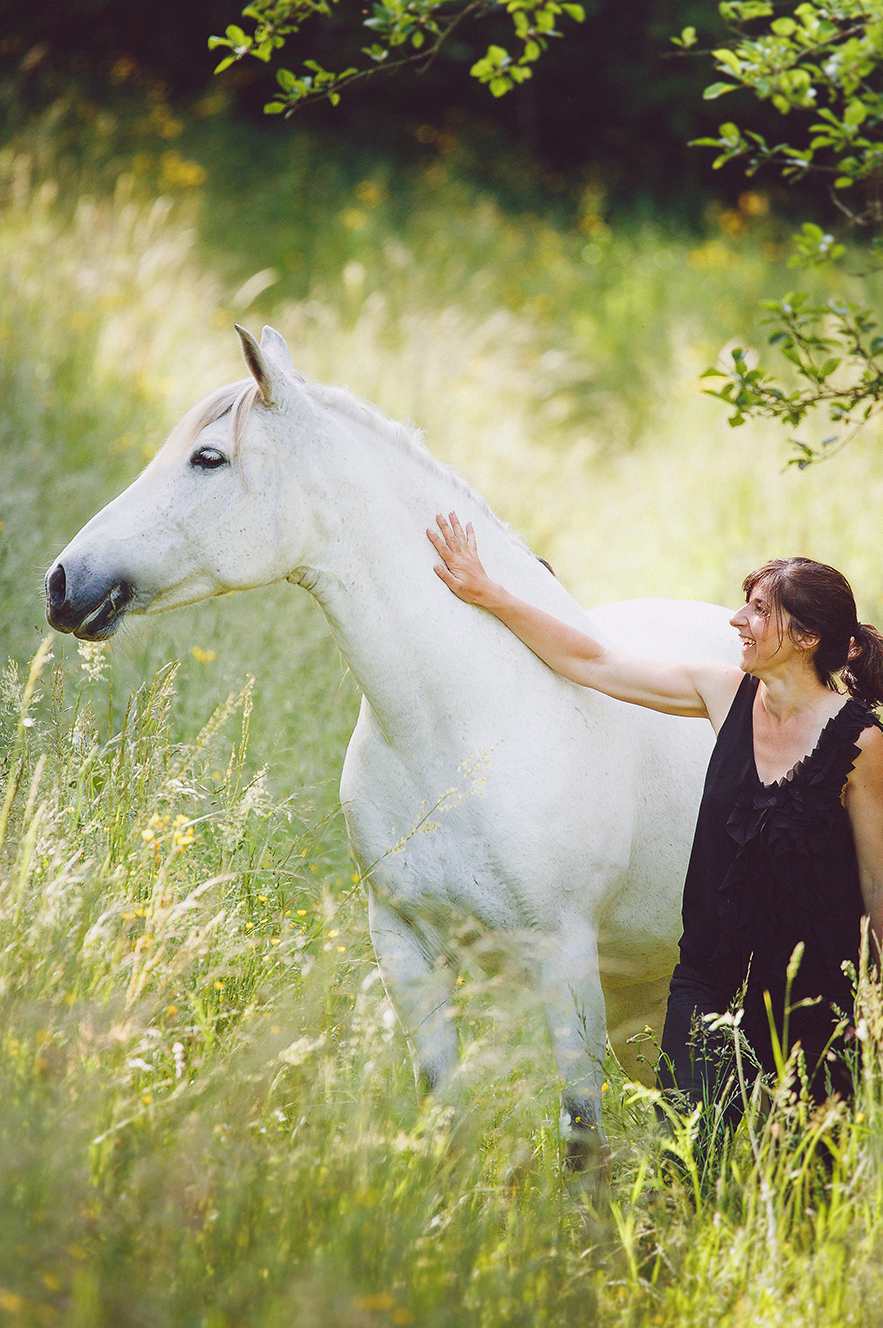 2I7B982-sophie-narses-photographe-annecy-haute-savoie-book-shooting-portrait-geneve-mariage-suisse-famille-animaux-tirages-art-cours-photo-modele-artiste-rhone-alpes-france-animaux-cheval-chien
