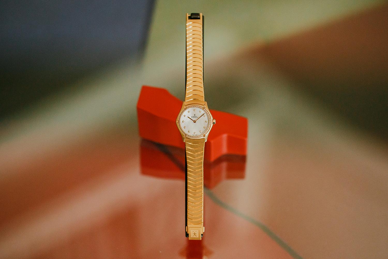 2I7B3348-sophie-narses-photographe-annecy-haute-savoie-book-shooting-portrait-geneve-entreprise-suisse-corporate-bijoux-montres-ebel-photo-créateur-beauté-luxe
