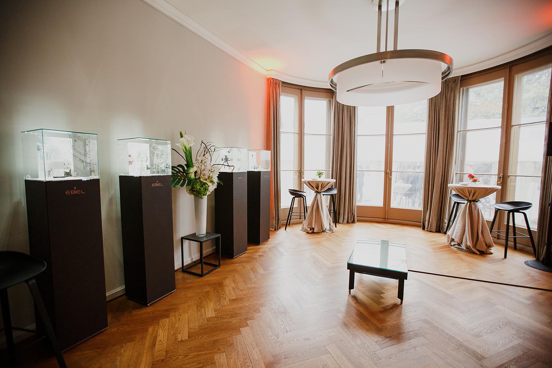 2I7B9561-sophie-narses-photographe-annecy-haute-savoie-book-shooting-portrait-geneve-entreprise-suisse-corporate-bijoux-montres-ebel-photo-créateur-beauté-luxe